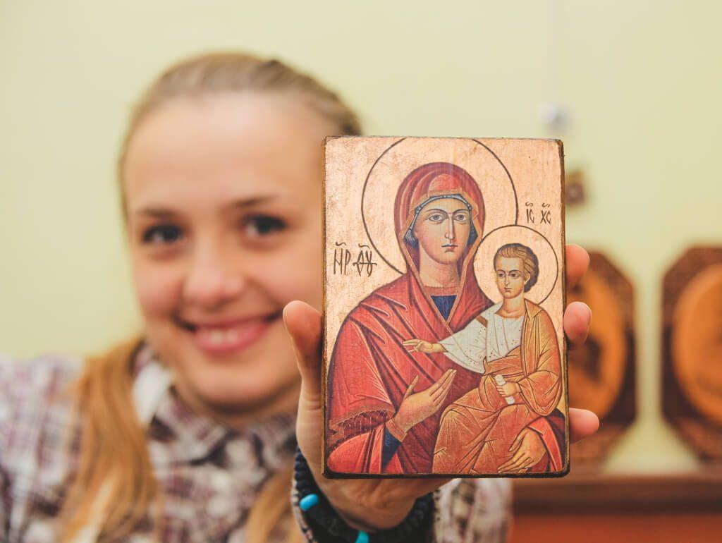 Христина з іконою